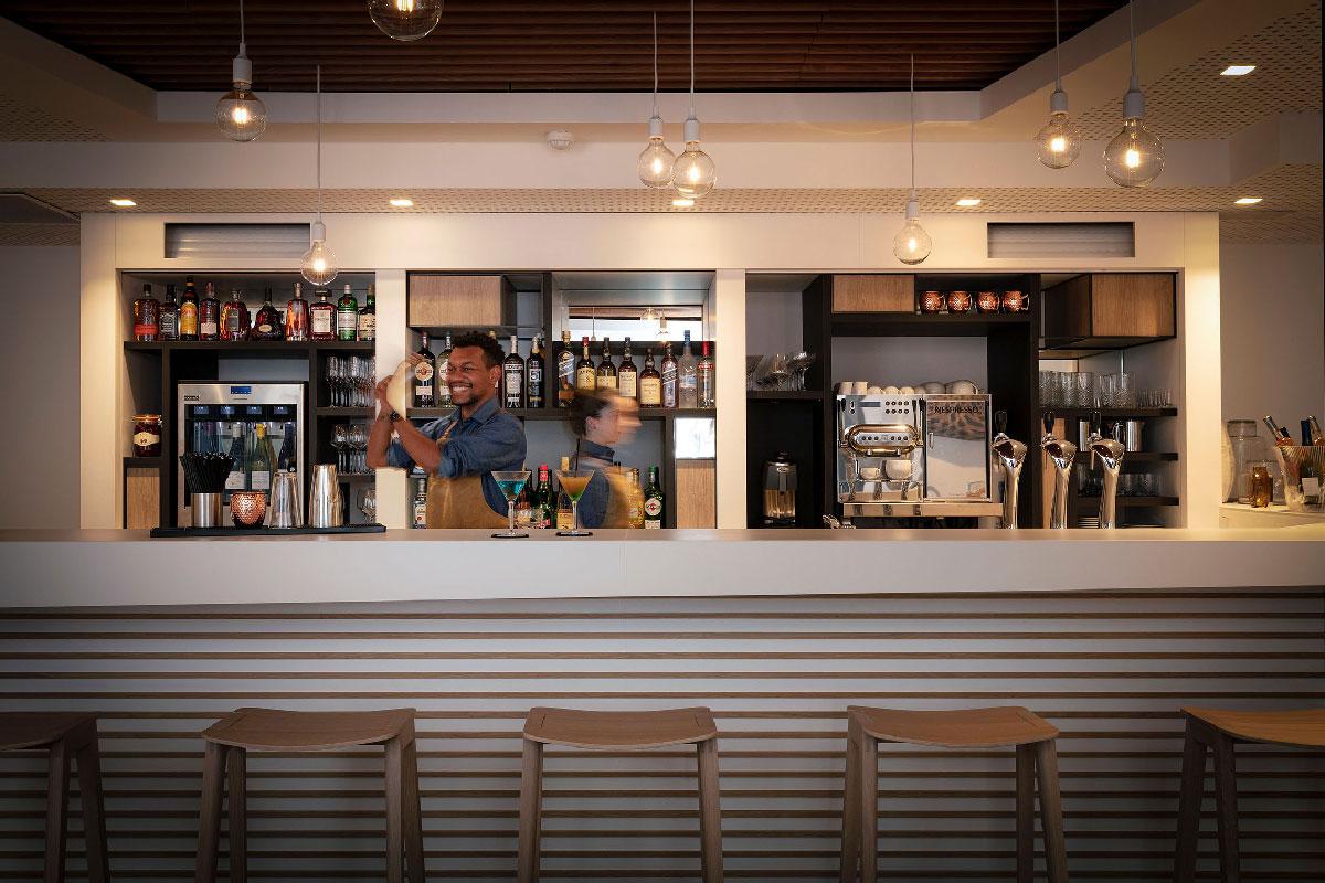 babette-conceptstore-massy-bar-barman-opti